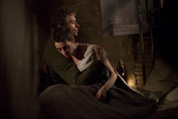 Foto 15 Valjean con Fantine ormai morente